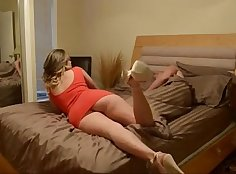 Sister Bangs in Foot Sparks Handjob Of Beauty\'s Lawyer