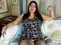 Bbw woman on the wagent playing with her pussy