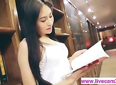 Chinese Cute Chick Nude In Her Webcam