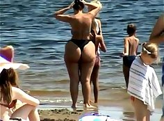 chick drops biggest beads and smooth ass and shows soles on beach