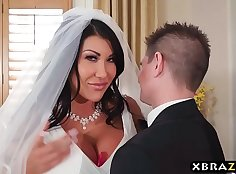 Busty wedding hood aficionado gets PUT